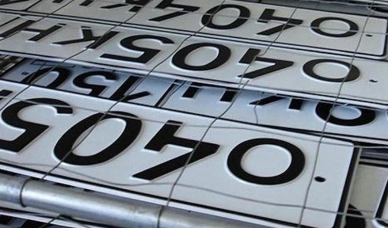 Автомобилисты, на машинах которых быстро стерлись номера, могут заменить их